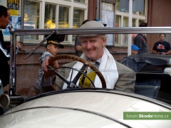 9-Svatovaclavska-jizda-historickych-vozidel-275.jpg