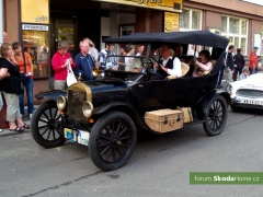 9-Svatovaclavska-jizda-historickych-vozidel-279.jpg