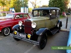 9-Svatovaclavska-jizda-historickych-vozidel-001.jpg