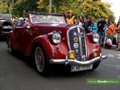 9-Svatovaclavska-jizda-historickych-vozidel-254.jpg