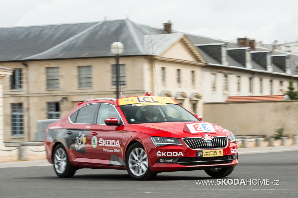 150624 New SKODA Superb Is Red Car In Tour De France 2015 Web