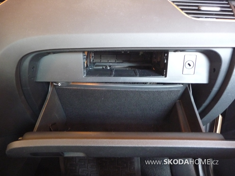 7 Priehradka spolujazdca Pre jednotku radia S navig 1