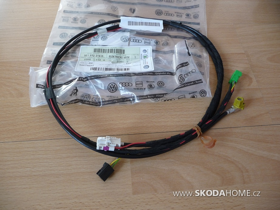12 Prepojenie jednotky radia S USB A AUX