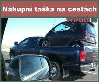 Vtipné-a-srandovní-obrázky-s-textem-malé-auto-automobil-nákupní-taška-na-cestách.jpg