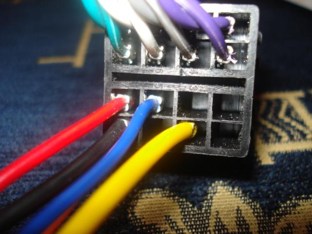 adaptér pro připojení zesilovače k továrnímu rádiu